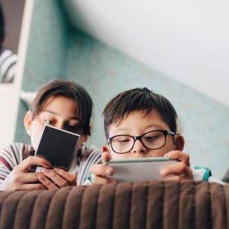 教育部建议3岁以下幼儿禁用手机